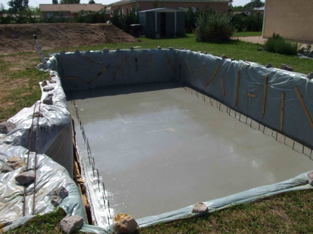 Apr s 2 mois une 9 4 en bloc poly avec les photos for Forum construction piscine 56