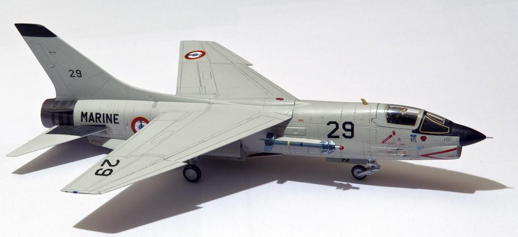[Academy] F-8P Crusader au 72 eme 090917093757795294466831