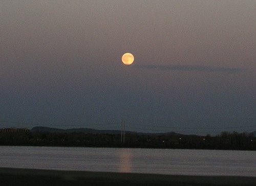 pleine lune fleuve st laurent 2 novembre 2009 monrtreal