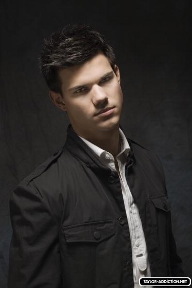 Photoshoot Hot Topic - 2009 [Taylor Lautner] 091124105552887484926659