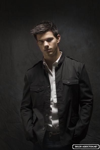 Photoshoot Hot Topic - 2009 [Taylor Lautner] 091124105553887484926660
