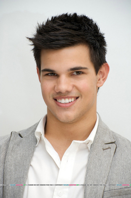 Photocall Hot Topic - 2009 [Taylor Lautner] 091124105800887484926673
