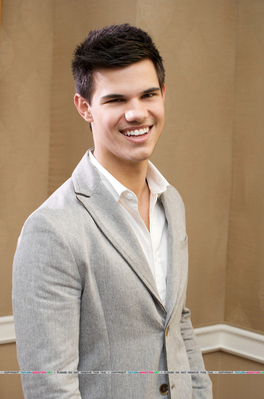 Photocall Hot Topic - 2009 [Taylor Lautner] 091124105804887484926675