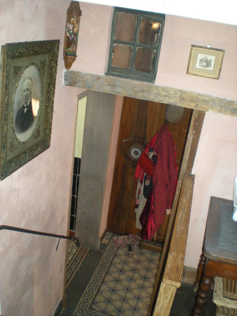 """""""In de nieuwe Smisse"""", de Vlaamse herberg van Leffrinkhoeke 091206074019440055005221"""
