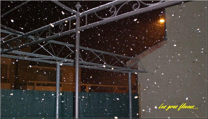 http://nsm02.casimages.com/img/2009/12/18/091218082138117955083244.jpg