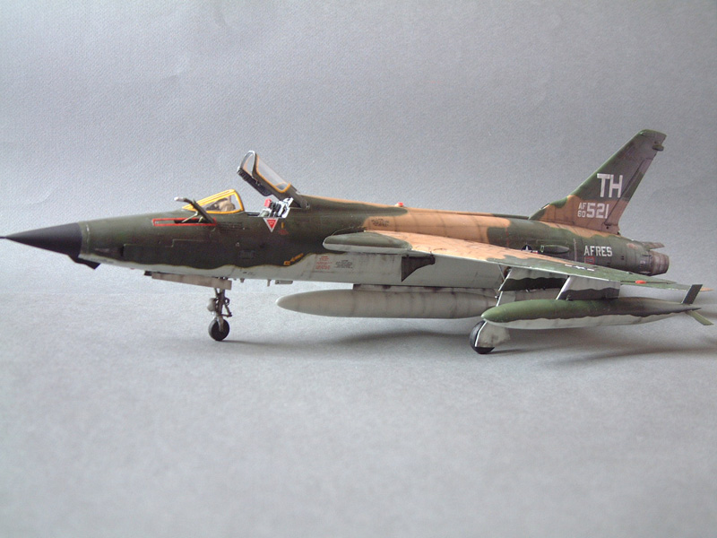 [HobbyBoss] F-105D Thunderchief, 1/48e 100125021701476905314689