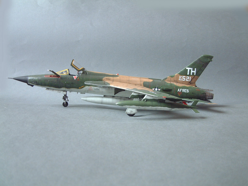 [HobbyBoss] F-105D Thunderchief, 1/48e 100125021741476905314695