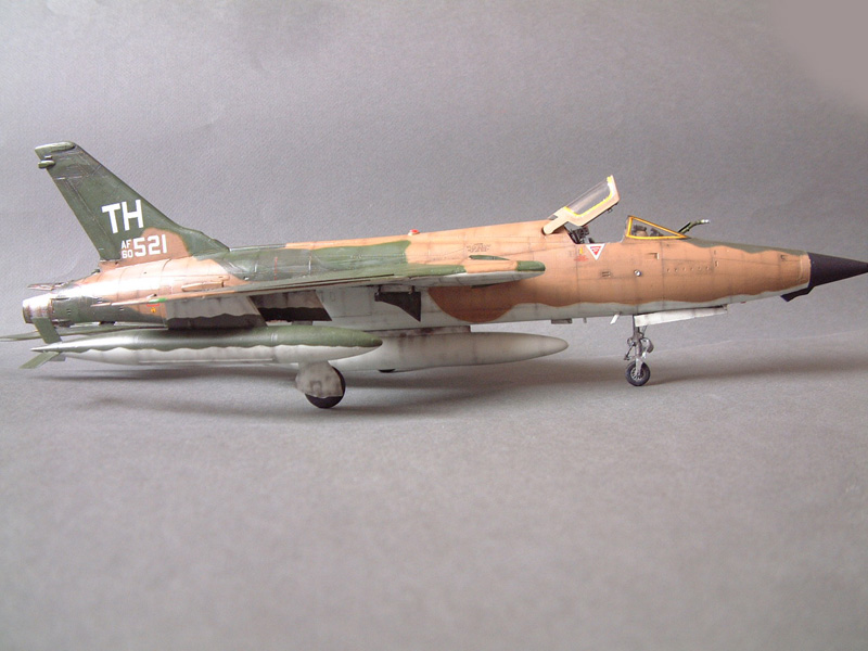 [HobbyBoss] F-105D Thunderchief, 1/48e 100125021942476905314711