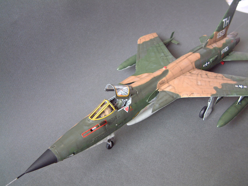 [HobbyBoss] F-105D Thunderchief, 1/48e 100125022117476905314720