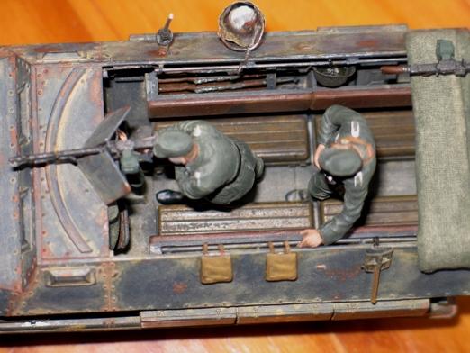 sdkfz 251/1 c riveté Dragon 1/35 - Page 4 100130034518667015342684