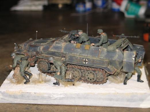 sdkfz 251/1 c riveté Dragon 1/35 - Page 4 100130074236667015344848