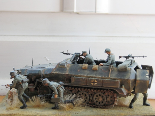 Sd.Kfz. 251/1 c riveté Dragon 1/35 Rénové! :) 100201010347667015355651