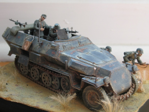 Sd.Kfz. 251/1 c riveté Dragon 1/35 Rénové! :) 100201010433667015355656