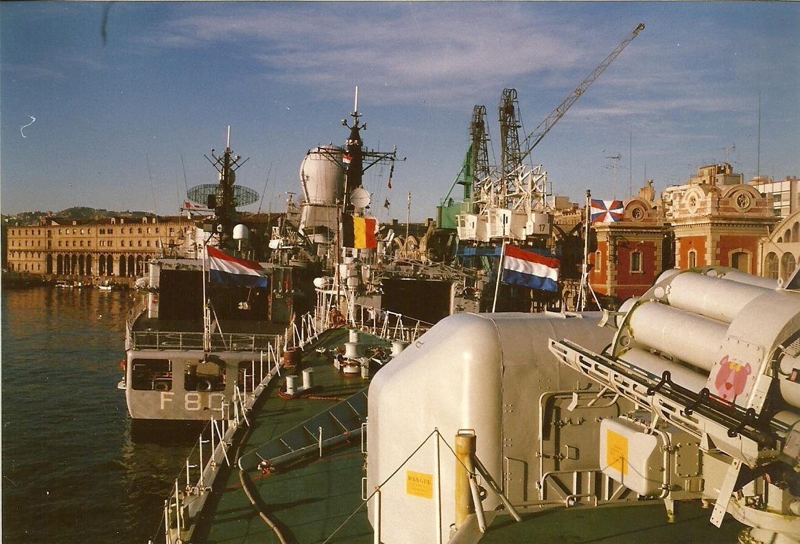 F913 - ESCADRE HOLLANDAISE - NEDERLANDS ESKADER 1988 100214085624937455441533