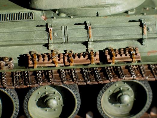 T34/76 Dragon 1/35 modèle 1941+pilotes zvesda - Page 5 100215043440667015446331